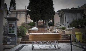 Un ataúd, en el cementerio de Sant Gervasi, el pasado 31 de marzo.