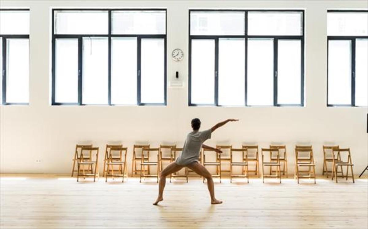 La bailarina griega Georgia Vardarou, durante un ensayo en una de la salas de La Caldera.