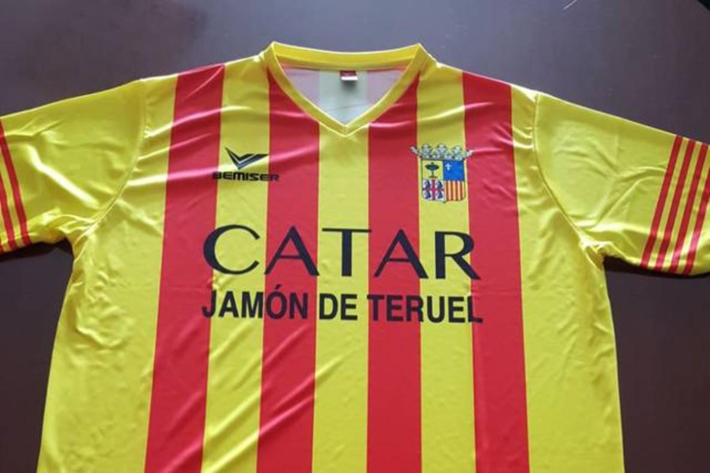 La camiseta con el escudo de Aragón y el lema Catar jamón de Teruel de la empresa La Manolica.