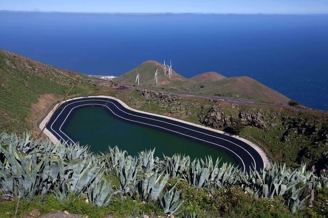 Lacentral hidroeólica de Gorona del Viento.