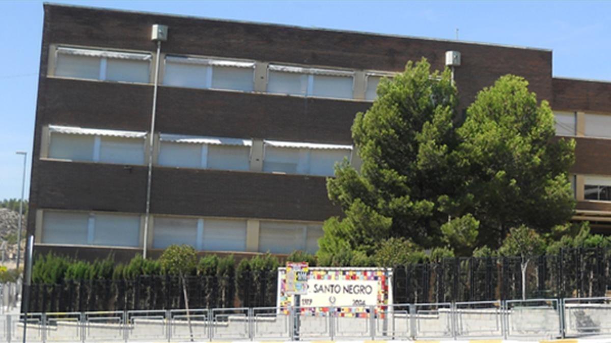 Colegio Santo Negro, en Elda, donde un hombre disparó contra su expareja.