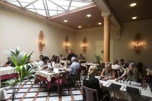 Comedor del restaurante La Lluna, un establecimiento con encanto que mima la salud de sus clientes.