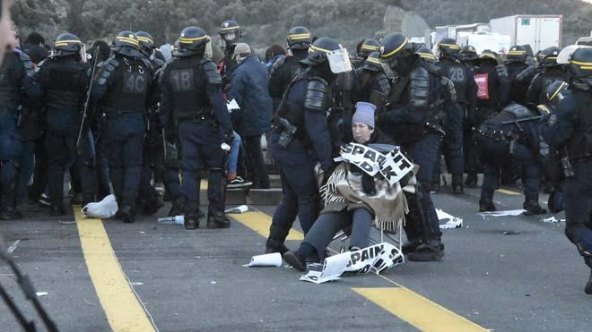Desalojo de los manifestantes de Tsunami Democràtic en la frontera con Francia.