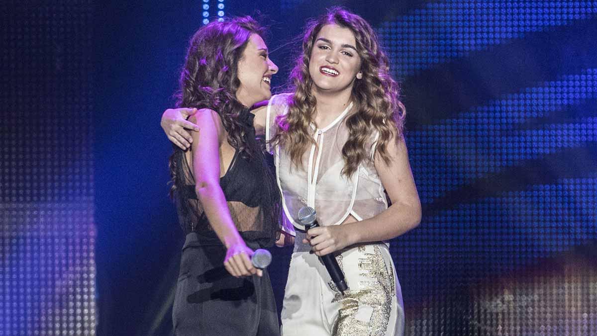 El primer concierto de la gira de Operación Triunfo ha arrancado esta noche en Barcelona con los 16 concursantes sobre el escenario cantando Im still standing.