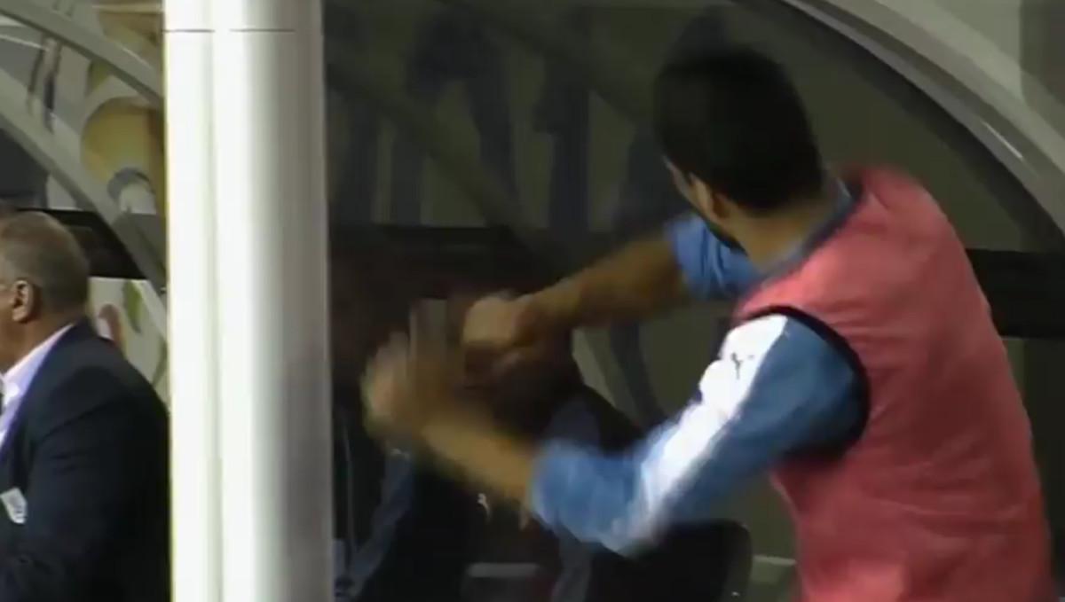 Enfado de Luis Suárez en el partido que enfrentó a Venezuela y Uruguay.