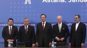 El equipo negociador en Kazajistán.