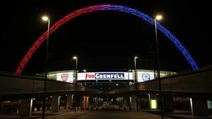 El estadio de Wembley, con los colores de Arsenal y Chelsea y una inscripción en recuerdo de las víctimas del incendio de la 'Grenfell Tower'.