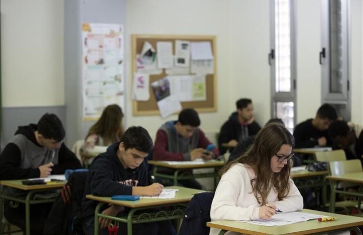Pruebas de cuarto de ESO en el instituto Joan Brossa, en el 2017.