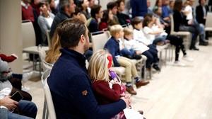 Varios 'Eurobabies', con sus familias, en el acto celebrado en Madrid con motivo del 30º aniversario del programa Erasmus.