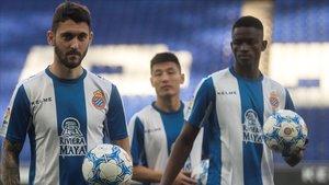 Facundo Ferreyra, We Lei y Alfa Semedo, con sus nuevos colores en el RCDE Stadium.