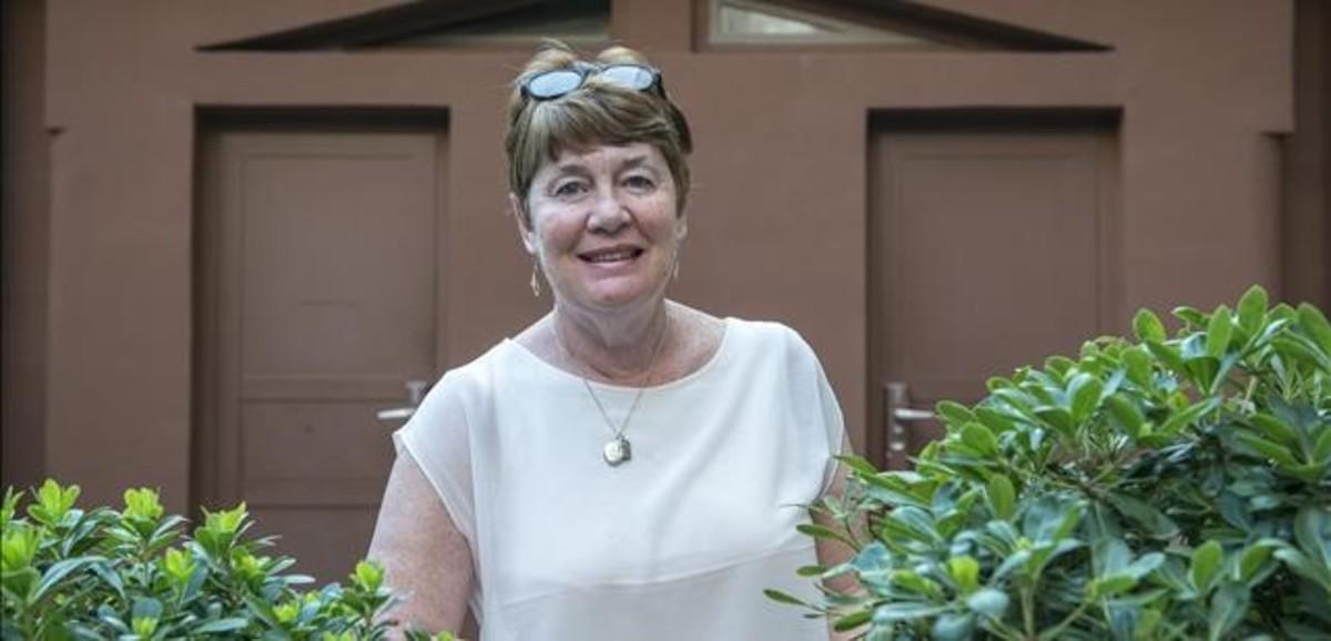 Fiona Barton.