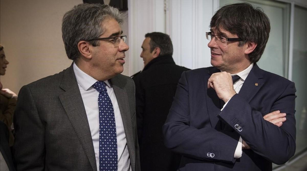 Francesc Homs, con Carles Puigdemont, el pasado abril.
