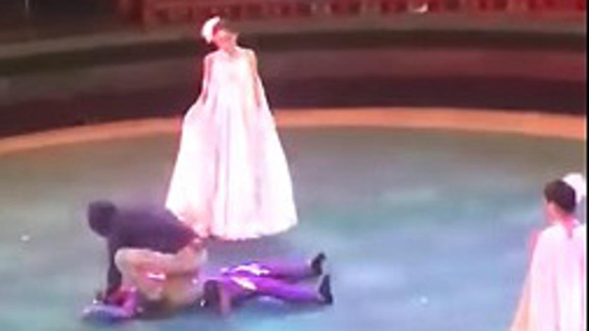 Vídeo: una acròbata cau en plena actuació de circ al Kazakhstan