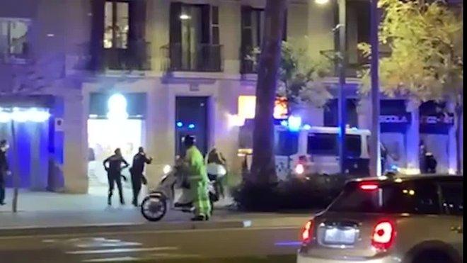 Agents de la Urbana de Barcelona disparen a un home que va mirar d'atacar-los
