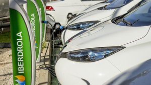 Alianza entre Iberdrola y Porsche para construir 35 estaciones de recarga ultrarápida para el vehículo eléctrico