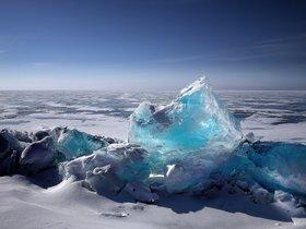 Esta abuela estaba posando en un iceberg para una foto y acabó siendo rescatada