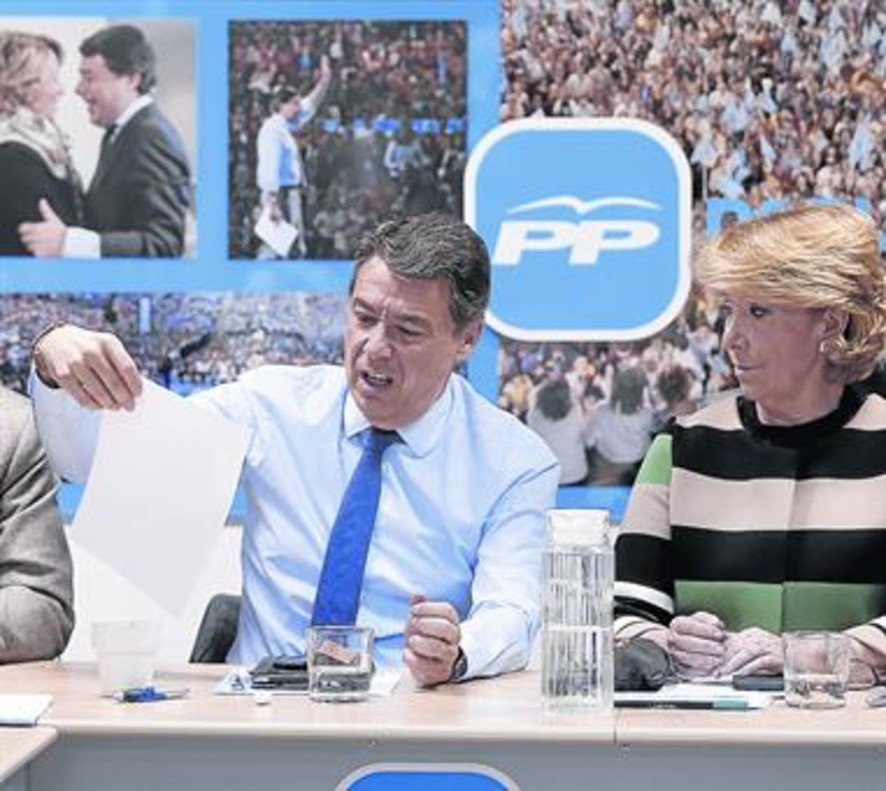 Ignacio González y Esperanza Aguirre, en una reunión de la dirección del PP de Madrid, en marzo del 2015.