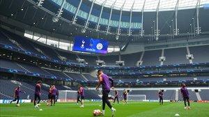 Perspectiva del Tottenham Hotspur Stadium durante el entrenamiento del Manchester City.