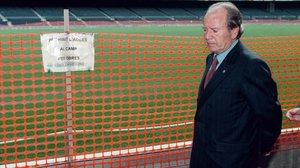 Josep Lluís Núñez en una inspección de obras en el Camp Nou cuando era presidente.