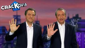 Josep Pedrerol, cara a cara con su imitador en 'Crackòvia'.