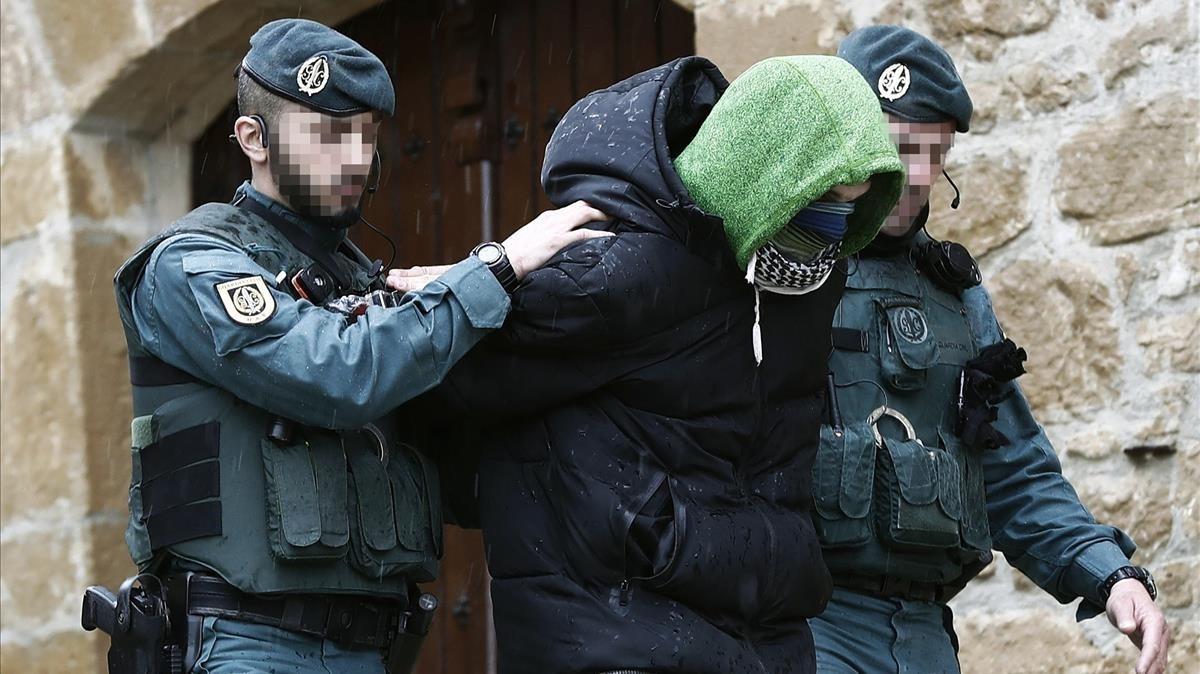 El joven de 27 años tras ser detenido por la Guardia Civil.