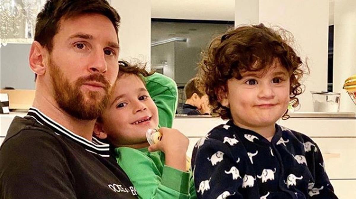 Leo Messi, con dos de sus hijos.