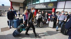 Llegada de refuerzos médicos al aeropuerto de Bérgamo, este fin de semana.