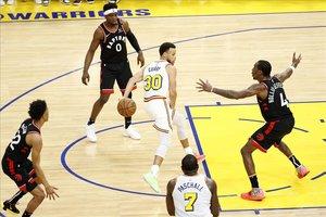 Stephen Curry torna la il·lusió als Warriors