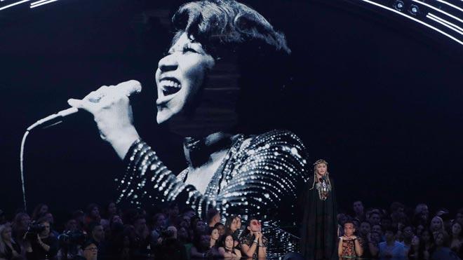 Madonna rinde homenaje a Aretha Franklin en los premios MTV.