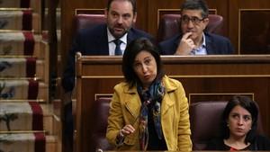 La portavoz del PSOE, Margarita Robles, en la sesión de control en el Congreso.