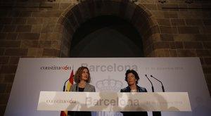 Meritxell Batet e Isabel Celáa en la rueda de prensa posterior al Consejo de Ministros de Barcelona.