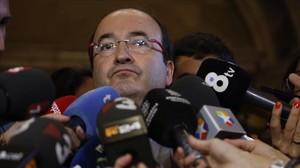 El primer secretario del PSC, Miquel Iceta, en los pasillos del Parlament.