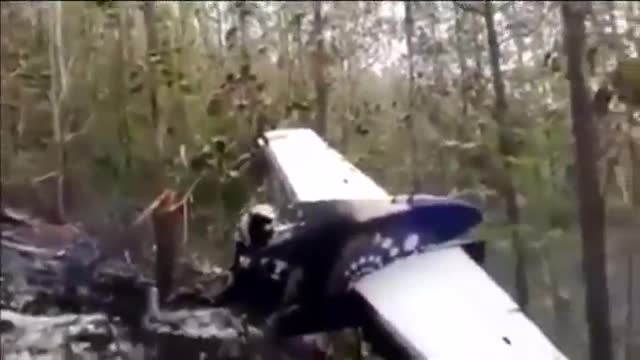 12 morts a lestavellar-se una avioneta a Costa Rica.