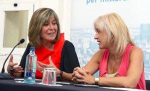 Núria Marín (izq) y Pilar Díaz en un momento del encuentro de este jueves