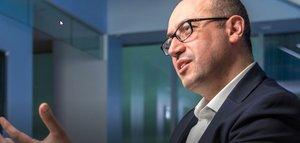 El BBVA sorprende con la elección de Onur Genç como consejero delegado