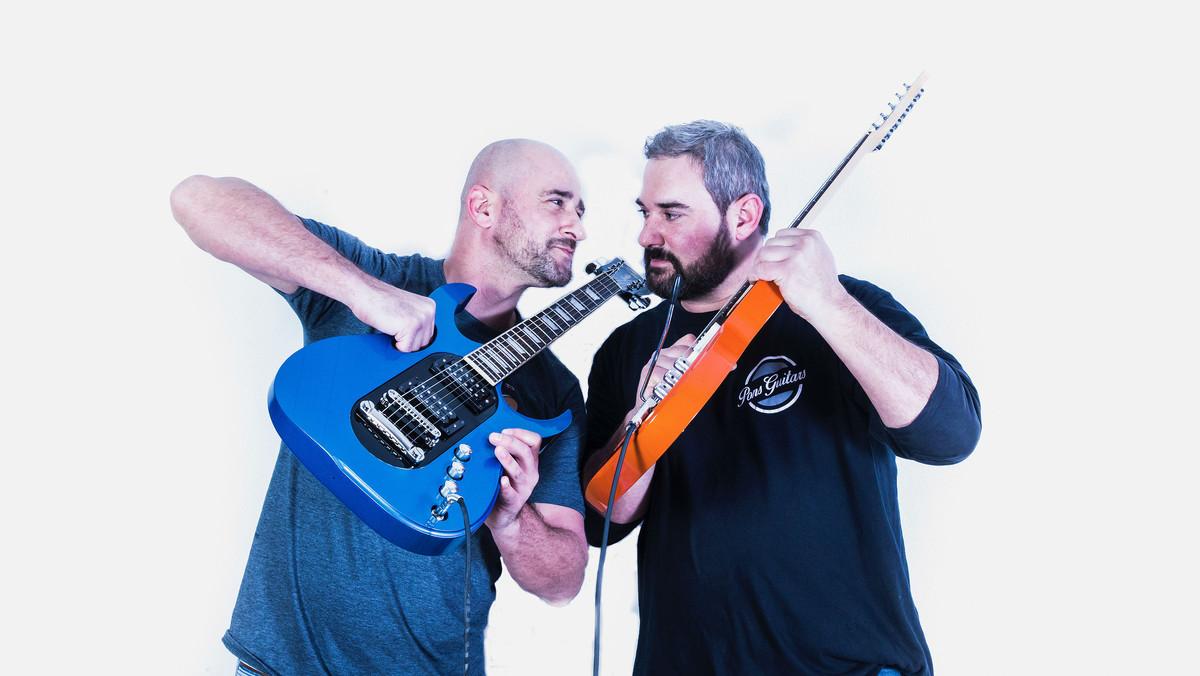 Òscar y David Pons, blanden dos guitarras con cuerpos intercambiables