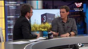 Pablo Motos y Albert Rivera en 'El hormiguero'.