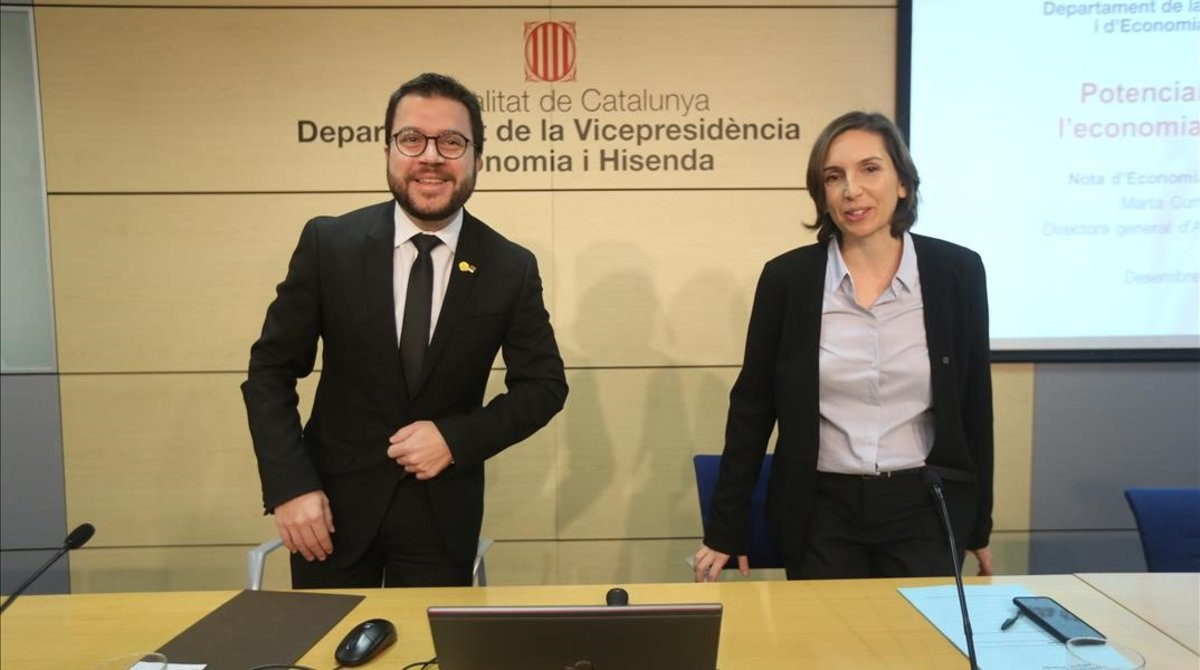 Pere Aragonés y Marta Curto presentan el informe sobre potencialidades de la economia catalana.