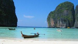La playa de Maya Bay, en Phi Phi Leh, Tailandia.