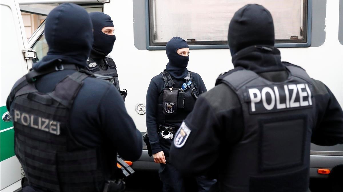 Policías alemanes, en una operación antiterrorista en diciembre del 2018.