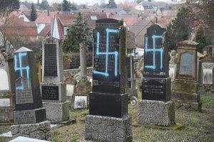 Protestas antisemitas en un panteón judío en Francia.