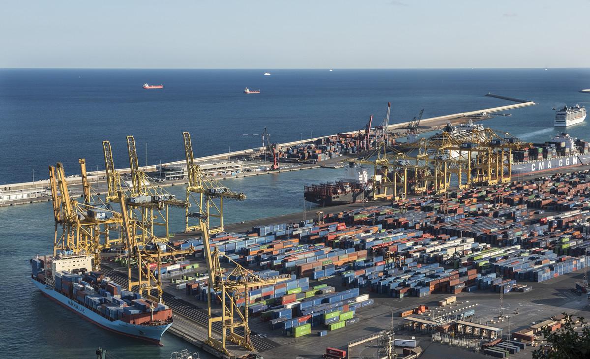 En Catalunya, la comunidad autónoma que más importaciones y exportaciones concentra, el déficit comercial sigue la misma tendencia que en el conjunto de España y crece en enero el 28,4%.