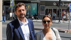 Chenoa y su prometido, el doctor Miguel Sánchez Encinas,en Madrid, el pasado 25 de junio.