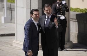 Mariano Rajoy recibe el primer ministro de Grecia, Alexis Tsipras, en el Palacio del Pardo de Madrid.