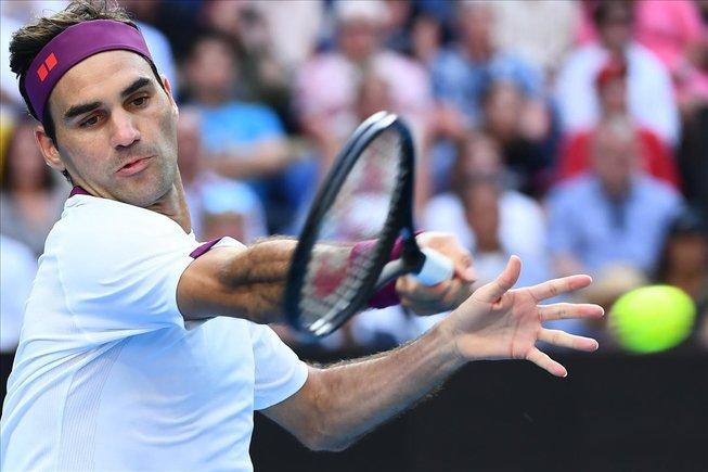 Rofer Federer devuelve un golpa en el partido ante Sandgren que le abrió paso a la semifinal