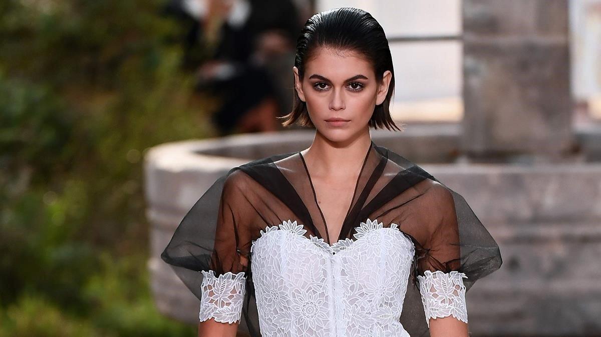 La modelo Kaia Gerber, desfilando para Chanel, el pasado enero.
