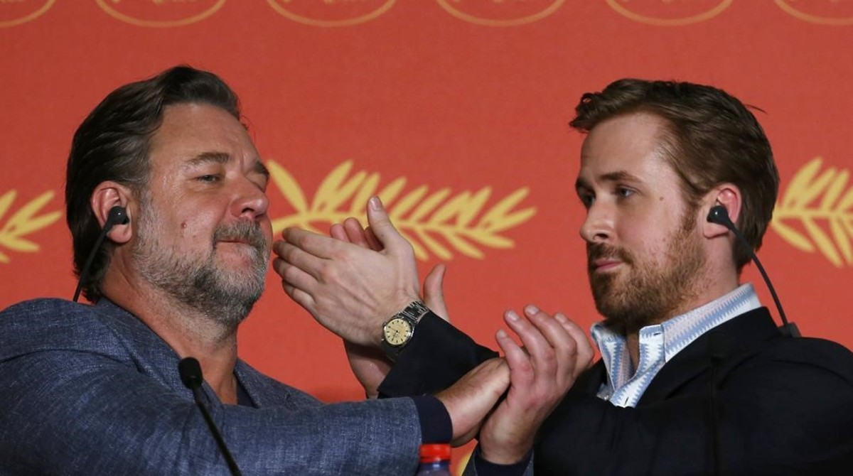 Russell Crowe (izquierda)yRyan Gosling bromean en Cannes durante la presentación de 'Dos tipos buenos'.