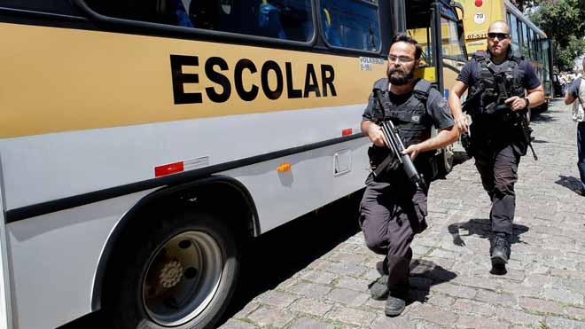 Almenys vuit morts, entre ells cinc nens, en un tiroteig en una escola a Sâo Paulo