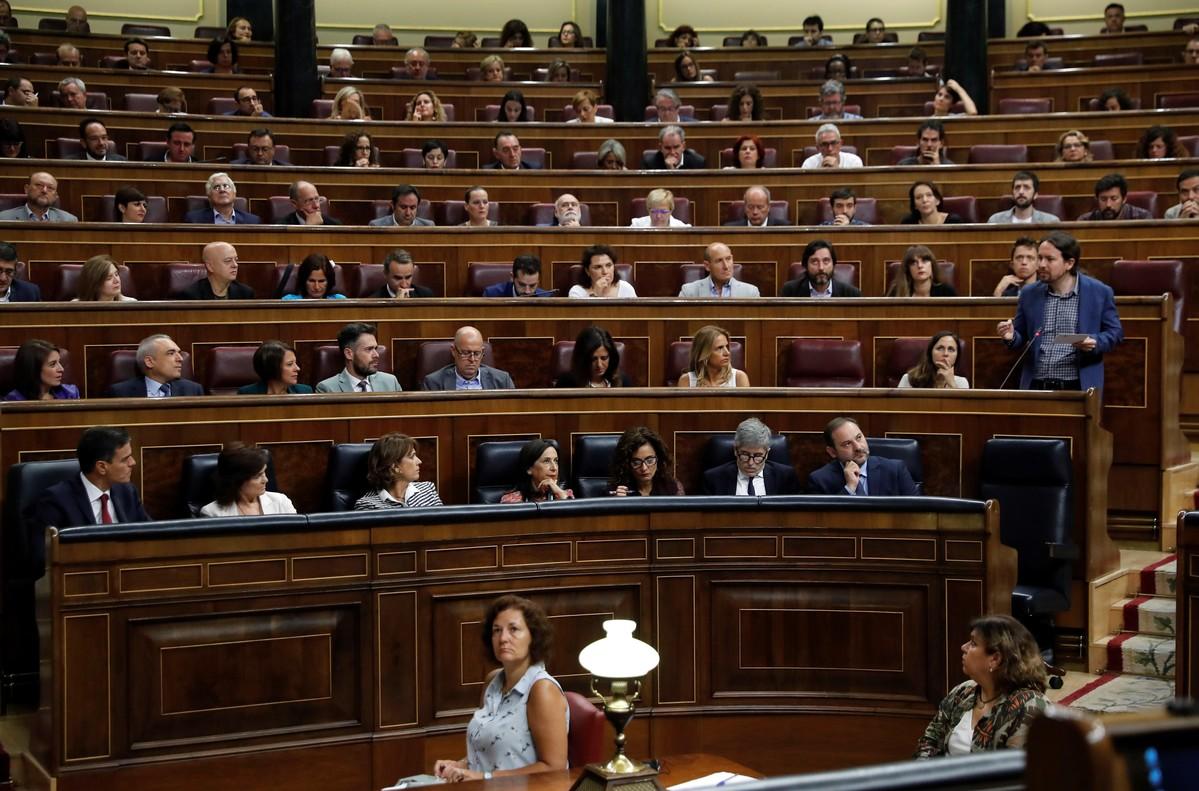 El secretario general de Podemos, Pablo Iglesias, intervieneen la sesión de control al Gobierno.