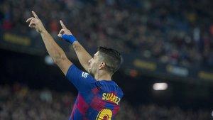 Suárez celebra su gran gol de tacón ante el Mallorca.